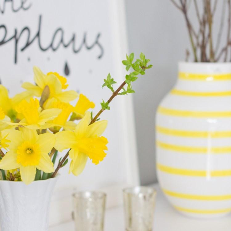 """Bild """"regen wie applaus"""", Nazissendeko und Kähler Design Omaggio Vase in Gelb"""