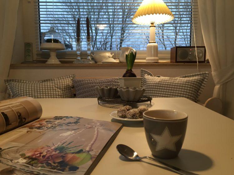 ...und mit einem Espresso und der Lieblingszeitschrift genossen...