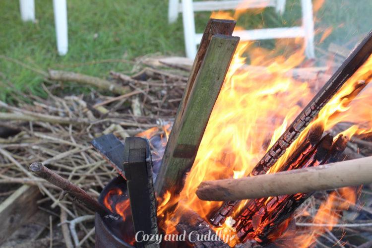 Vegan Grillen mit dem Gasgrill von Outdoorchef, Stockbrot und Lagerfeuer im Garten