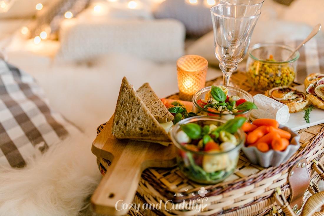 indoor picknick romantisch im herbst 7 tipps f r einen entspannten abend. Black Bedroom Furniture Sets. Home Design Ideas