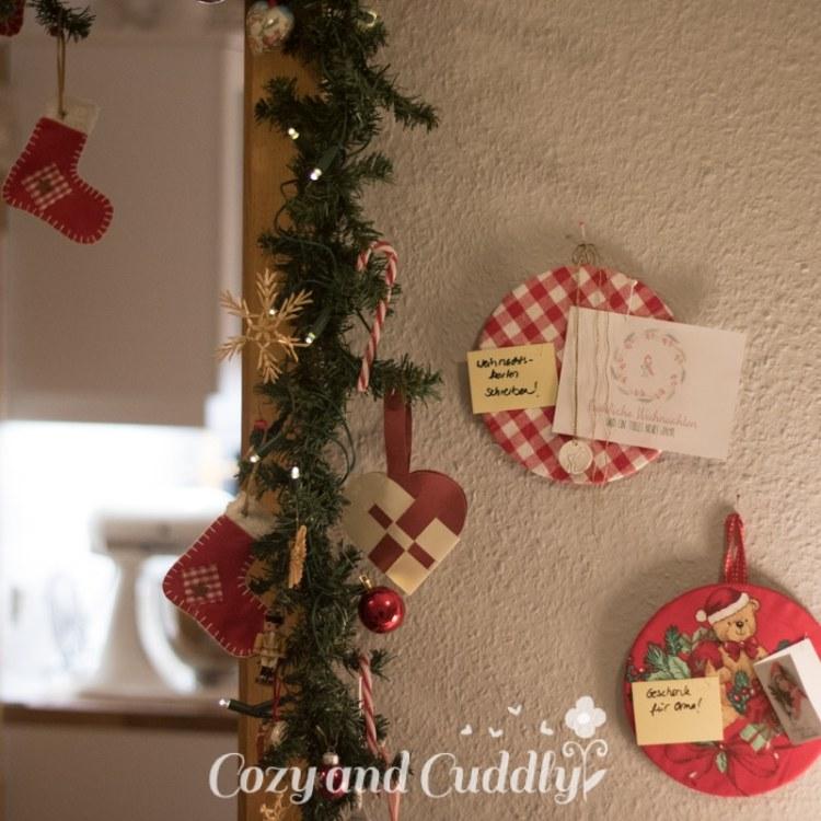 Advent: Weihnachtliche Pinnwand aus Korkuntersetzern - cozy and cuddly Adventskalender