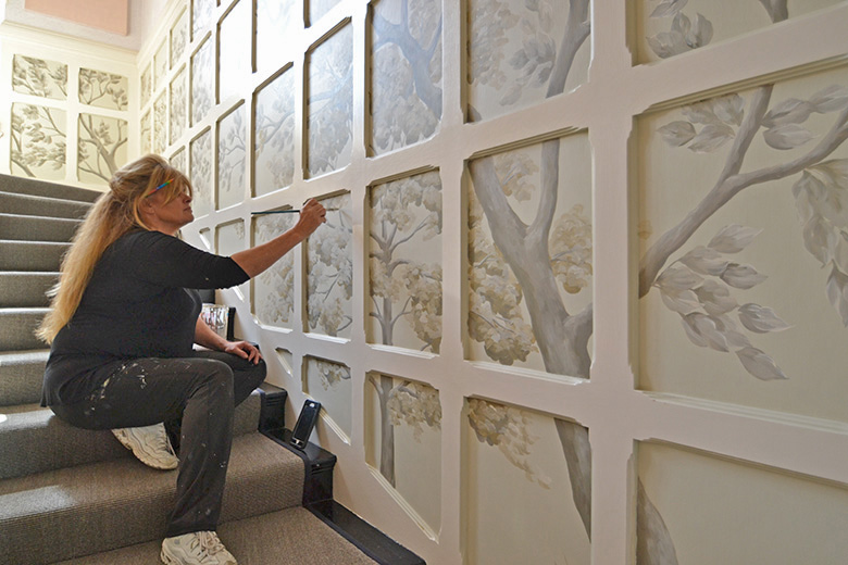 Artist Shari Tipich paints the Staircase and Foyer of the 2017 Pasadena Showcase House Artist Shari Tipich paints the foyer of the 2017 Pasadena Showcase House | photo: Cozy Stylish Chic