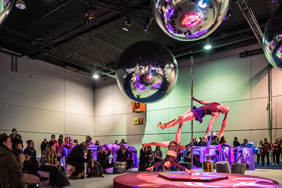 Maximum glam Trend Space - Heimtextil pole dancers