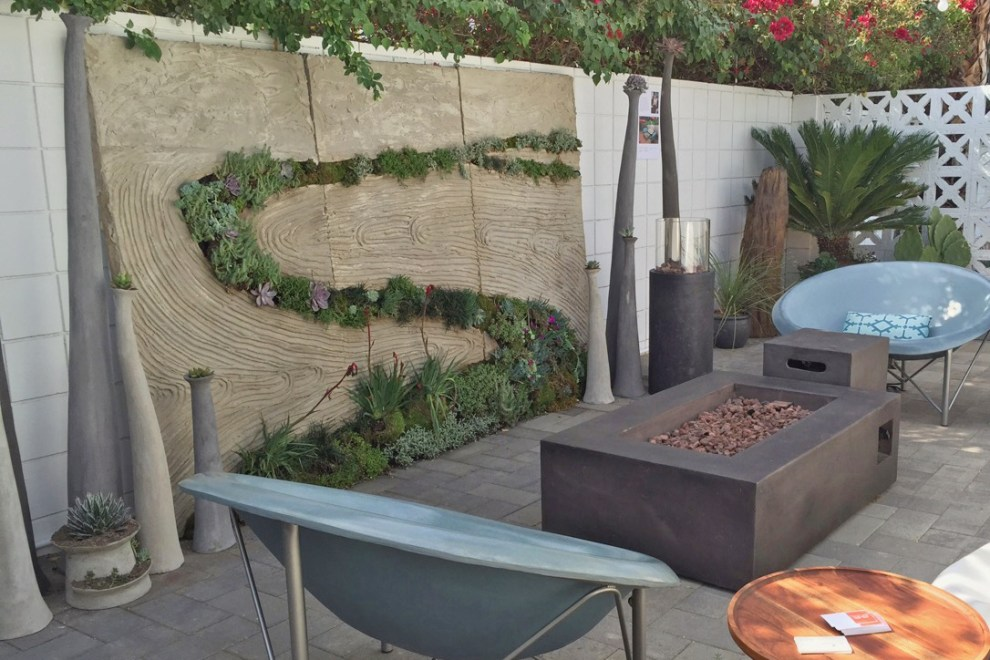 Outdoor living space with fire pit and living wall - Palm Springs
