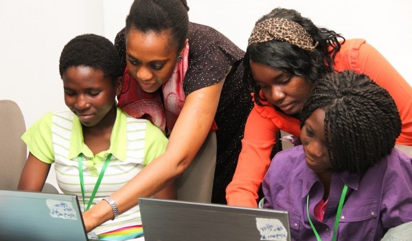 Oreoluwa and girls at Girls Tech Camp 2013