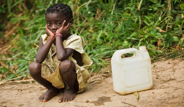 A little girl waits to fill her water container in the village of Kikonka, Bas-Congo province, Democratic Republic of Congo. Image Credit: UNICEF/Olivier Asselin