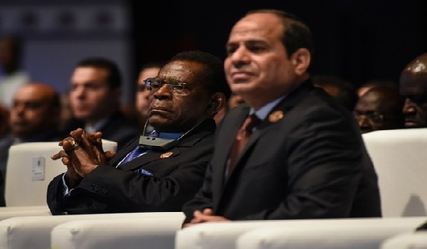 Equatorial Guinea President Teodoro Obiang Nguema Mbasogo (L) and Egypt's President Abdel Fattah al-Sisi attend the Africa 2016 forum on February 20, 2016, in the Red Sea resort of Sharm el-Sheikh. More than 1,200 delegates including some heads of state will negotiate business agreements for the next two days at the Red Sea resort of Sharm el-Sheikh, to attract private sector investments in Africa. / AFP / MOHAMED EL-SHAHED