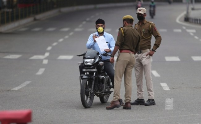 Some Defy India S Sweeping Virus Lockdown But Most Stay In