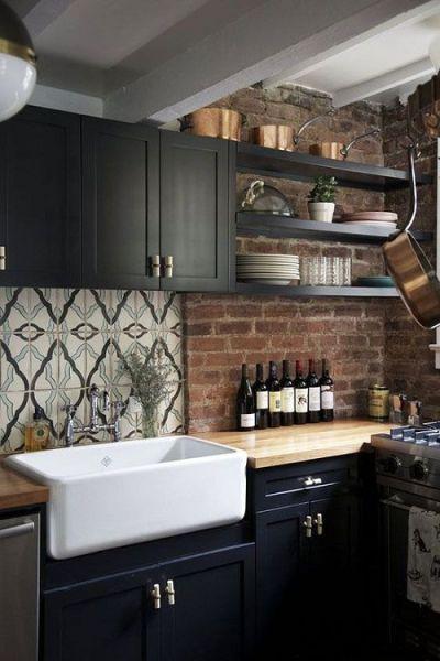 rustic kitchen clock cabinet replacement shelves 深色系高冷范儿8个不走寻常路的厨房 装修图 房产频道 重庆新闻网 墨绿色 不算太深重 又能把成熟的气质充分演绎出来 搭配白色木地板 金色 灰色橱柜 质朴之中还带着那么一丝质感 喜欢复古的你也许可以尝试一下