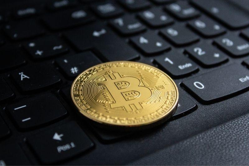 Exchange de bitcoins ou corretoras: por onde investir?