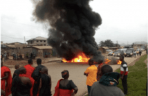 #Election2020 : Kwesimintim Residents Burn Tyres To Stop Voting Exercise Because....(+Video)