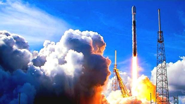 SpaceX launches SiriusXM satellite