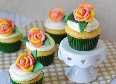 These flower cupcakes look amazing and are very easy to make!