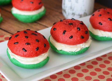 Semi-homemade and GORGEOUS, these Whoopie Pies will be a BIG HIT with anyone who sets their eyes on them!