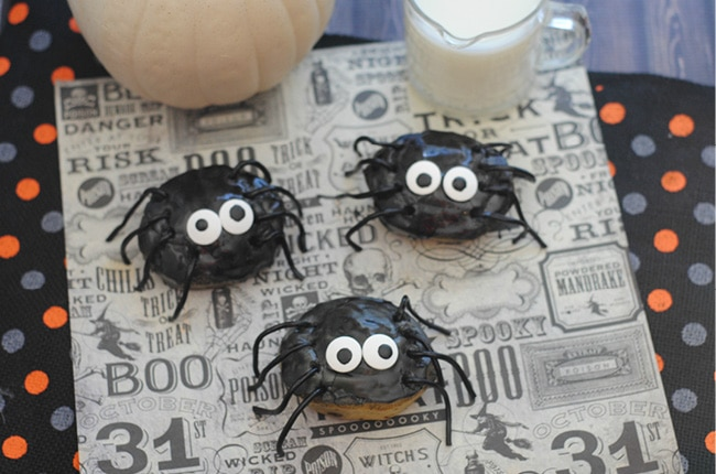 These Cinnamon Roll Spiders will be a hit for a fun Halloween breakfast or brunch!