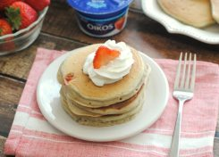 Your family will love these healthy strawberry Greek yogurt pancakes!