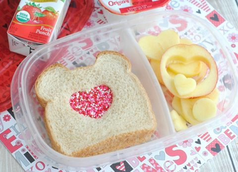 Surprise your children with an easy Kids Valentine Bento Lunch!