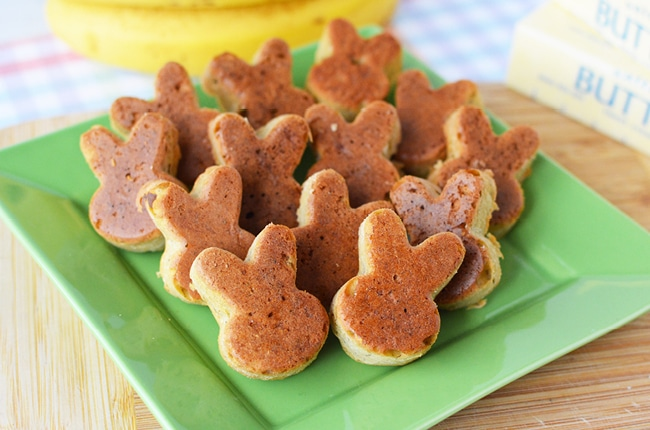 Perfect for lunch boxes or Sunday brunch, Easter bunny banana bread uses a traditional bread recipe in a cute pan!