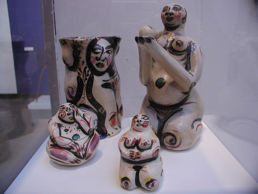 Akio Takamori, Teapot, 2 teabag holders and vase at the Fuller Craft Museum