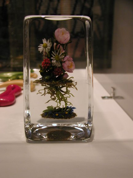 Paul J. Stankard, Tea Rose Bouquet Botanical, 2000 at the Fuller Craft Museum