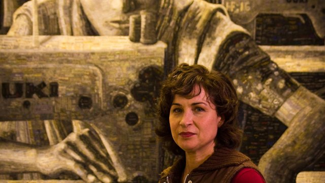 Terese Agnew with the Portrait of a Textile Worker. Mark Markley photograph