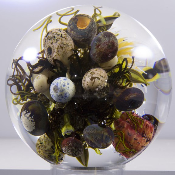 Paul J. Stankard, Meditation on the Healing Virtues of the Plant Kingdom - Nature's Fecundity in Flameworked Glass, 2015. Joseph Stankard photograph