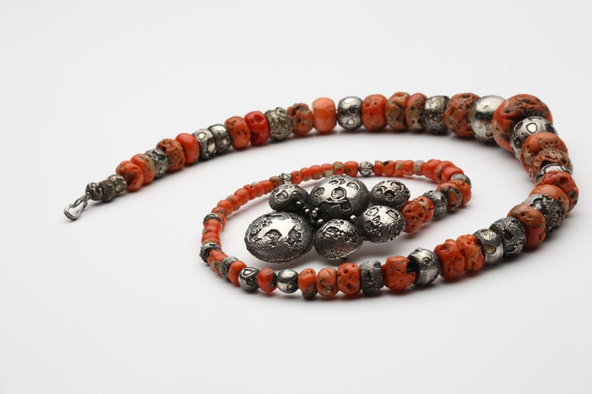 Ramona Solberg, Coral and Electroformed Bead necklace, 1980. Courtesy of Nancy L. Worden, Rex Rystedt photograph