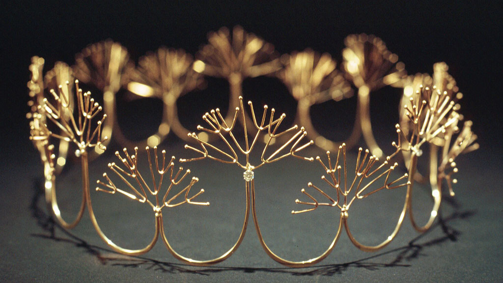 Merry Renk, Golden Foam Wedding Crown