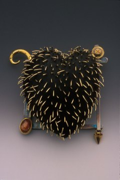 Susan Chin, Hoary Heart Brooch, 2006. George Post photograph