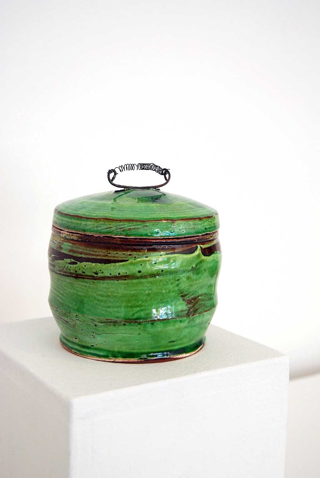 Sandy Simon, Bull Jar, 2014. Red earthenware, porcelain slip, glaze, nichrome wire, thrown