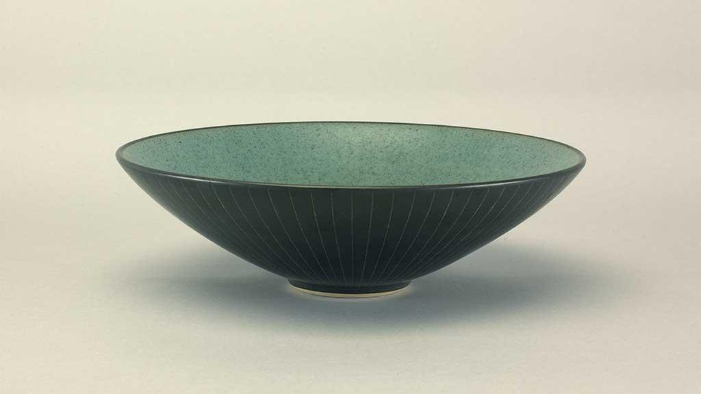 Harrison McIntosh, Black and green bowl. Doug Hill photograph