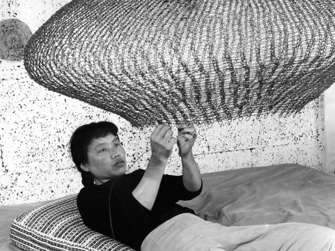 Ruth Asawa, 1957. Courtesy of the Estate of Ruth Asawa. © 2018 Imogen Cunningham Trust.
