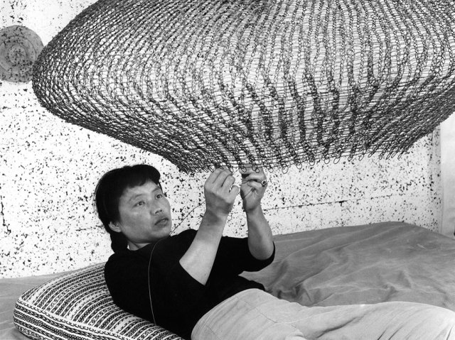 Ruth Asawa, 1957. Courtesy of the Estate of Ruth Asawa. © 2018 Imogen Cunningham Trust. Craft in America, fibre, weaving