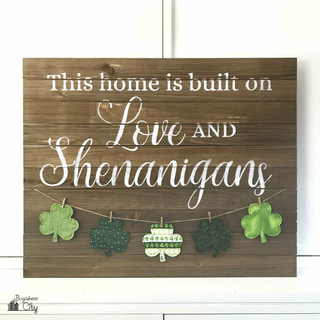 DIY Farmhouse Sign with Banner