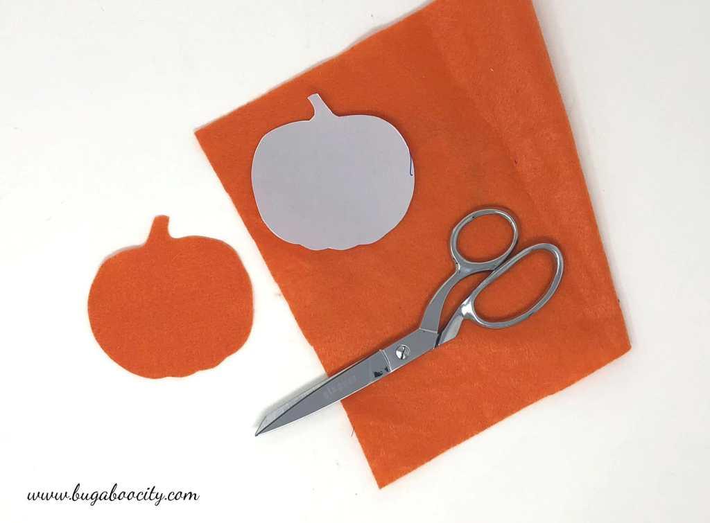 DIY Pumpkin Banner with Buffalo Check Burlap and Free Template