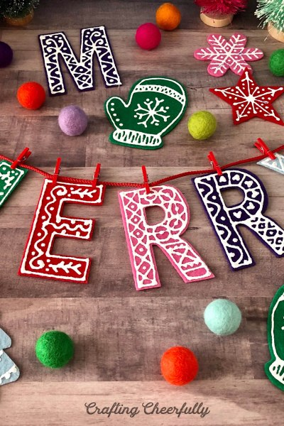 DIY Holiday Banner – with Felt and Fabric Paint!