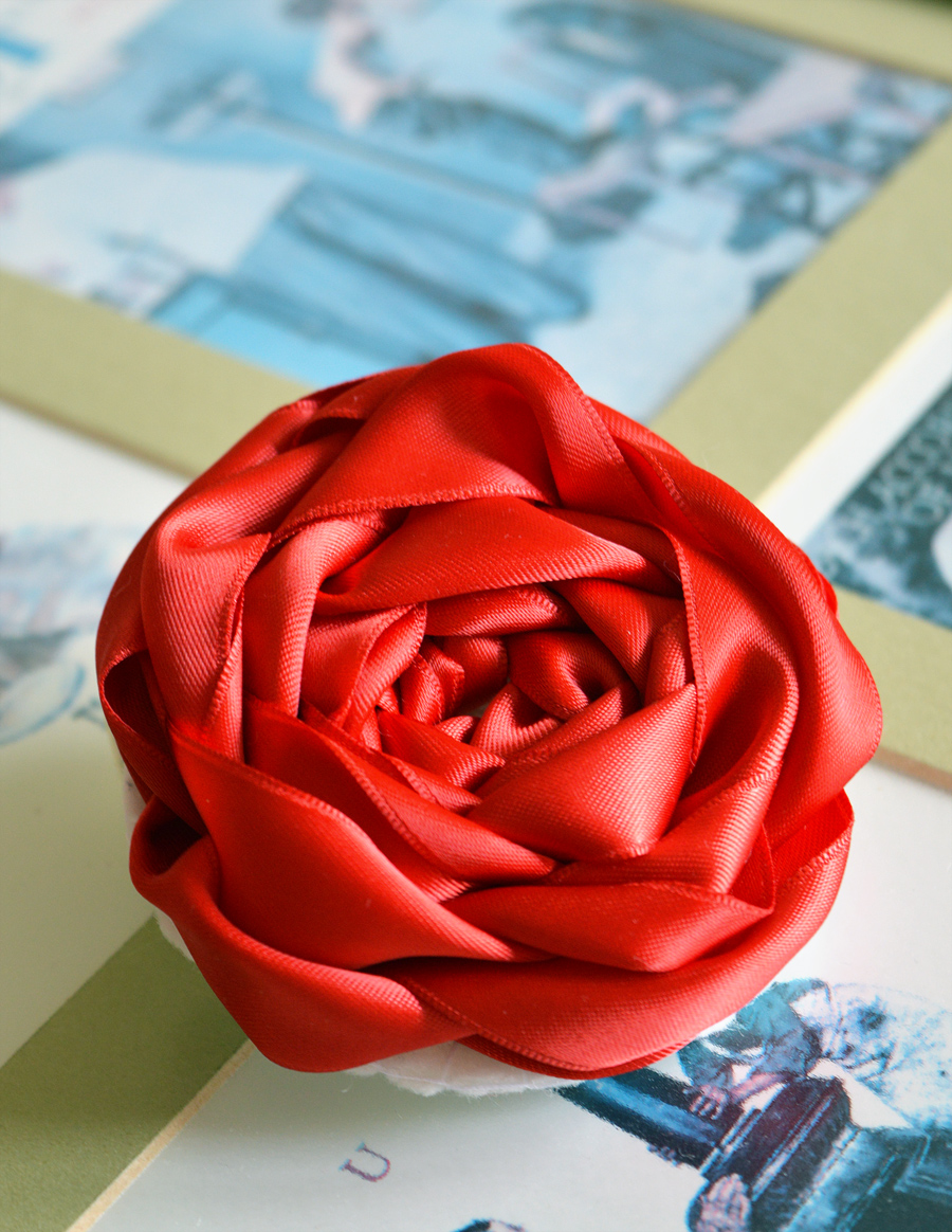 How to make an oversized ribbon rose | #embroidery #accessories