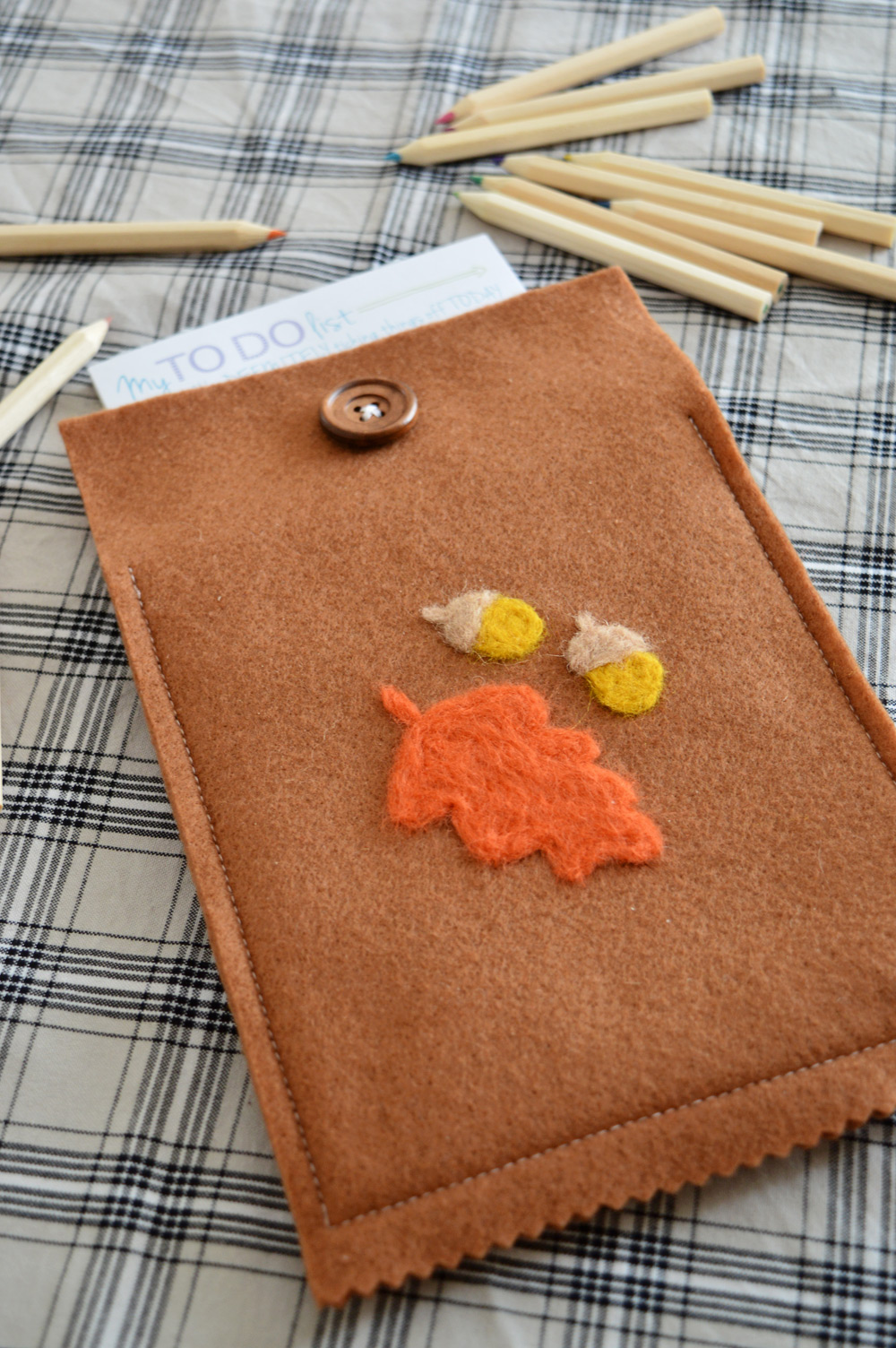DIY felt notepad cover | sewing, needle felting