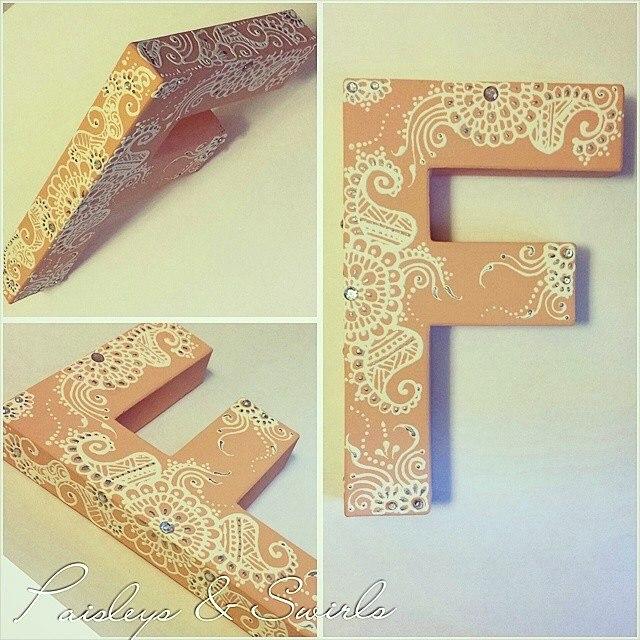 Henna mehndi letter art