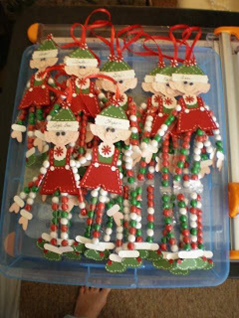 elf-crafts-legs-candy