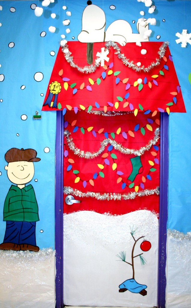 Snoopy winter door decoration
