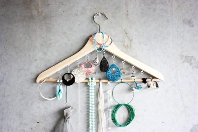 coat hanger jewelery organizer