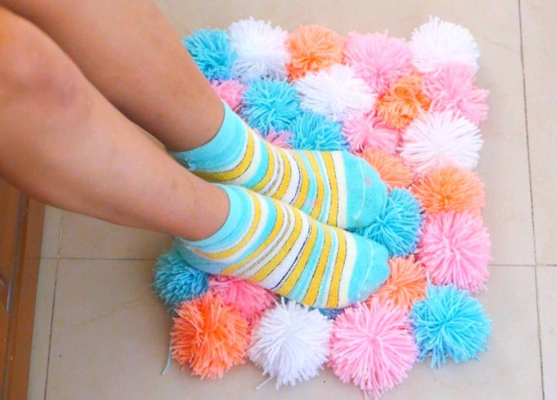 how to make a pom poms rug