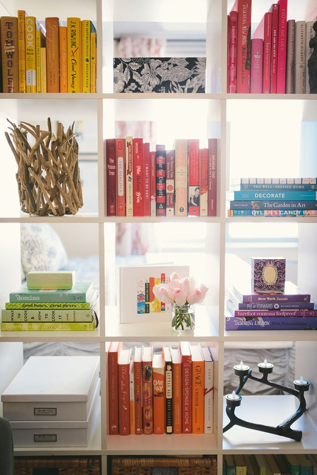 color coded bookshelf Styling bookshelves and bookcases