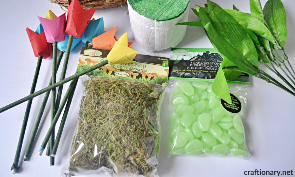 decorate-with-paper-tulips-supplies