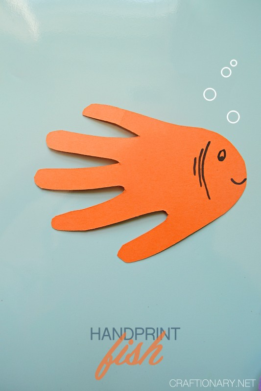 PAPER-FISH-HANDPRINT-ANIMAL-CRAFT