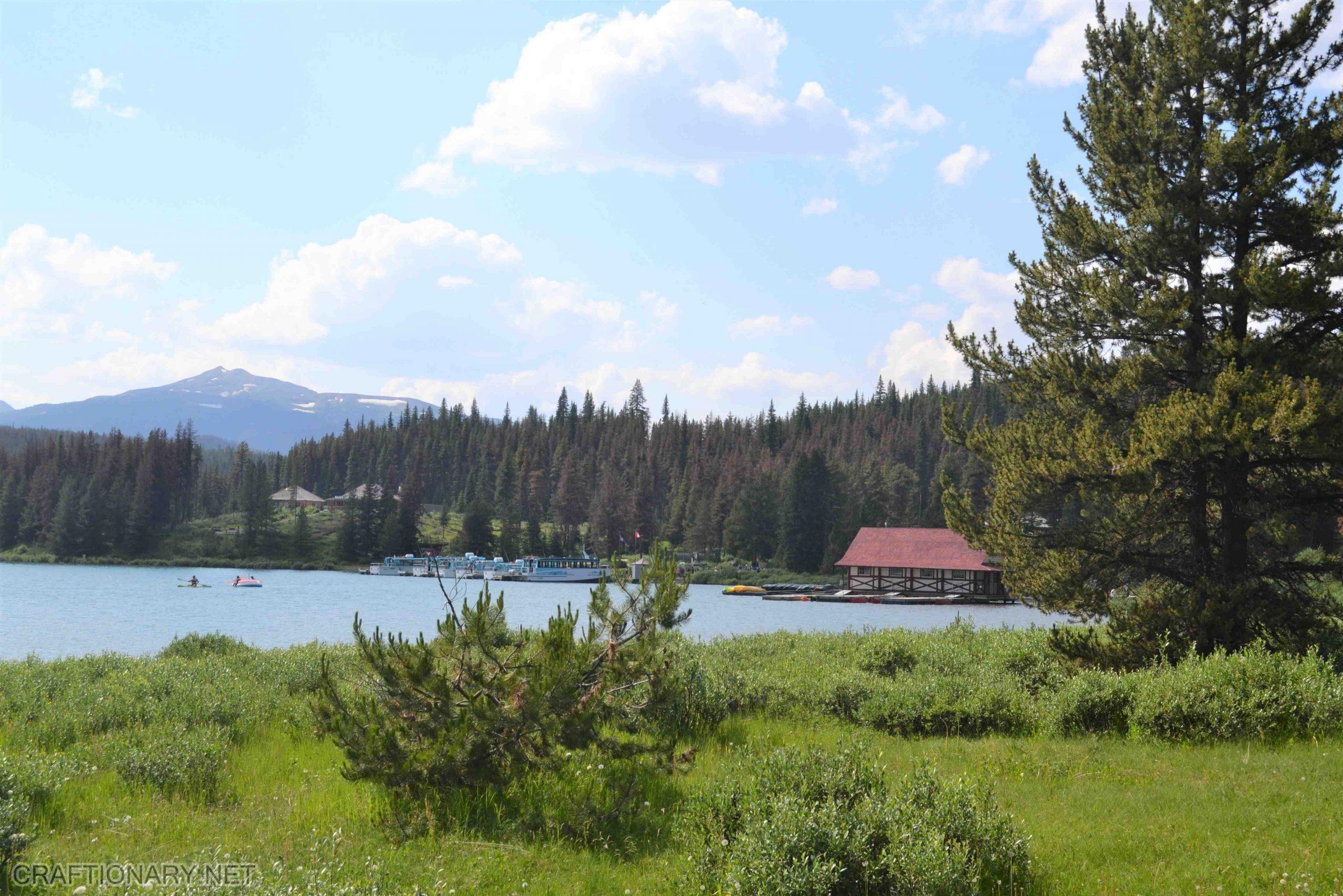 maligne-lake-maligne-valley-jasper-canada