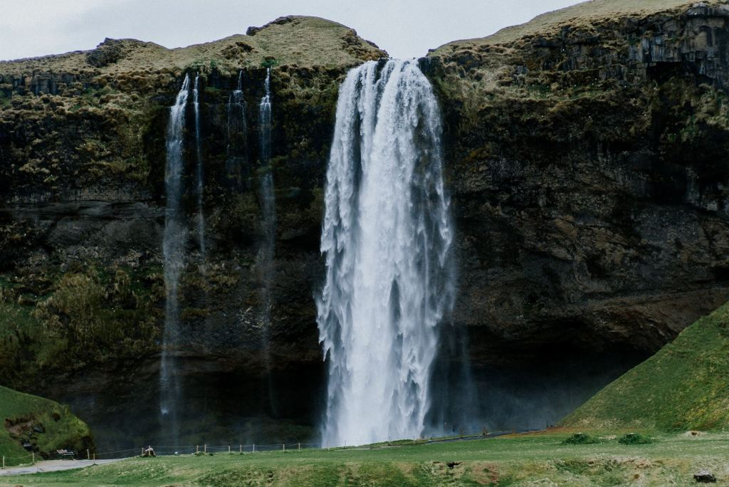 iceland, waterfall, travel, blogger