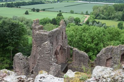 The best places to visit in Herefordshire with Kids - Goodrich castle