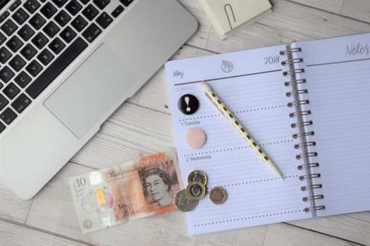 lap top money, open planner, pen How to be a more organised blogger